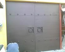Puerta metalica abatible