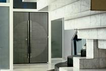 puerta de acero inoxidable y cristal